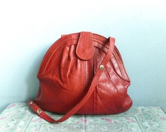 Vintage red leather purse bag shoulder bag handbag / retro preppy hipster / 80s