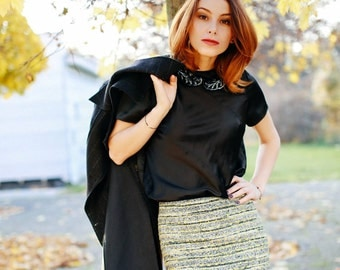 Skirt from Chanel silk/wool fabric with a chain