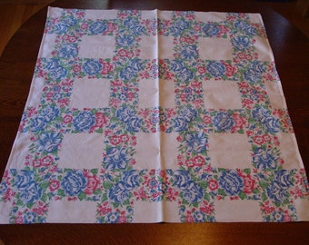 """Cute Vintage Table Topper Tablecloth 32 x 35"""""""