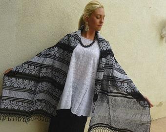 Amuzgo handwoven black white cotton gauze shawl rebozo - coastal Oaxaca - resort boho Frida Kahlo -