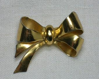 Coro Bow Brooch, Mid Century 1940s 1950s, Gold Tone