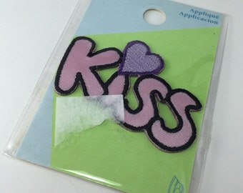 Kiss Applique