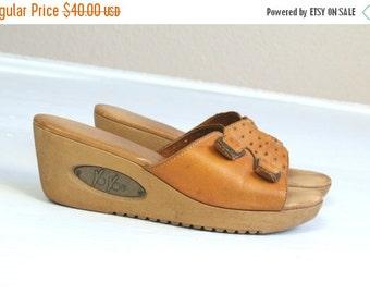 vtg 70s Honey Leather BUCKLE cut out STARS peep toe WEDGES 7 sandals heels shoes hippie boho