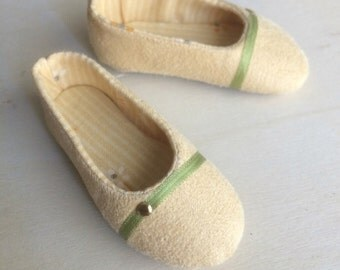 Decorated Yellow suede shoes for Minifee on box