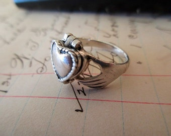 vintage sterling silver ring with hidden compartment - poison ring, Irish, claddagh, size 6