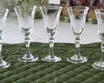 7 Vintage Mid Century Gray Cut Flower Leaf Pattern Cordial Aperitif Glasses  Circa 1950's