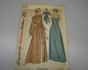 Simplicity 3048 // Size 14 // Bust 32 // Nightgown and Robe // 1949