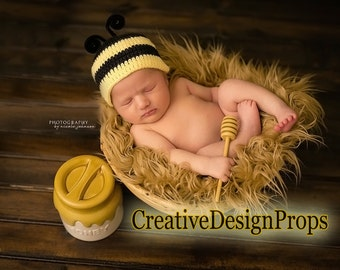 Bumble Bee hat - beanie for newborn - photo prop or Baby Shower gift