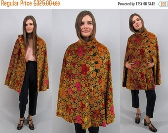On Sale - Vintage 60s Tapestry Cape Coat, Floral Carpet Cape, Mod Cape, 60s Mod Carpet Cape Δ one size