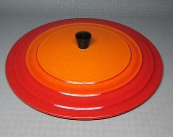 cast iron lid in flame color enamel ,   Le Creuset or Descoware ? number 6