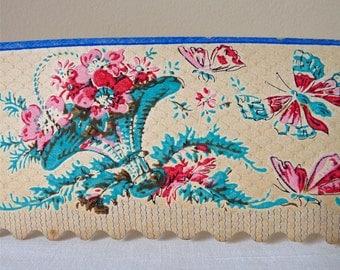 Papier peint Frise Français Antique Wallpaper bordure avec fleurs et papillon autour de 1910-1920