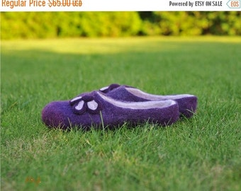 ON SALE Felted slippers Shamrock - purple - women -handmade - felted house shoes