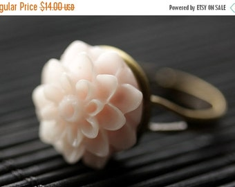 VALENTINE SALE Pale Pink Mum Flower Ring. Pale Pink Chrysanthemum Ring. Pale Pink Flower Ring. Adjustable Ring. Handmade Flower Jewelry.