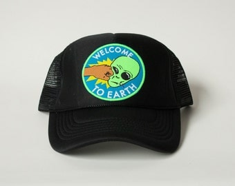Welcome to Earth Mesh Trucker Cap / Alien / Face Punch / Independence Day