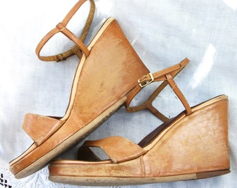 Wedges ~ Vintage Shoes ~ Chunky ~ Leather ~ Brown Tan ~ Strappy Boho Style ~ Hippie Chic