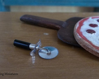 Articulated Pizza Cutter Wheel in 1:12 Scale for Dollhouse Miniature Kitchen Bakery or Pizzaria