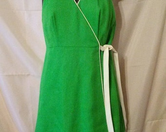 """LABOR DAY SALE Nice 70s Vintage Lawn Green Mod Day Dress-Casual Preppy Resort Cruise Vacation Hipster-Size 4-Small-36"""" Bust"""