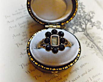 Antique Victorian Jet 9ct Gold Mourning Ring