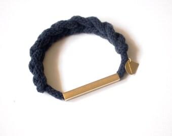 bracelet tressé avec tube de laiton carré et breloque / choisissez votre couleur