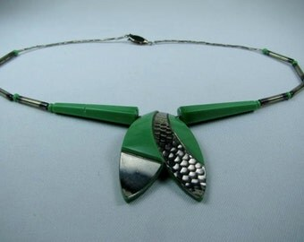 Vintage Glass Art Deco choker restrung with sterling silver