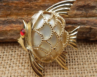 Mother of Pearl Angel Fish Brooch  ~  Pearl Fish Brooch  ~  Pearl Angel Fish Brooch  ~  Fish Brooch  ~  Faux Pearl Angel Fish Brooch