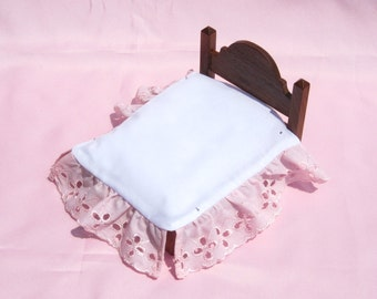 Dollhouse Bed Skirt Miniature Bed Ruffle Pink Bed Skirt Full Size Mini Bed Ruffle 12th Scale Dollhouse Dust Ruffle Small Doll Bedding