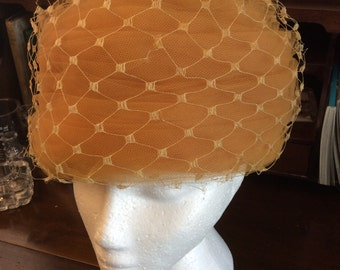 sale 20% off all vintage hats ... Golden dark YELLOW HAT netted TOILLE lovely Vintage ...