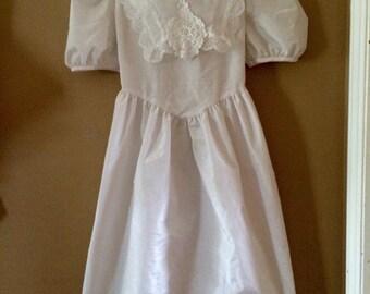 Vintage white embroidered Dress girls 9/10