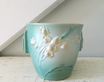 Vintage Roseville Ixia Flower Pot Planter Green