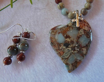 19 Inch Aqua and Brown Serpentine Stylilized Heart Pendant Necklace with Earrings