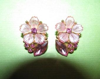 Vintage Gold Tone Pink Plastic Rhinestone Flower Clip On Earrings