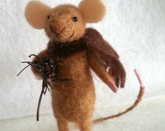 Needle felted mouse, miniature mouse, dollhouse mouse, felt mouse, winter mouse, felt mice, felt, art mouse, woolen figurine, happy mouse