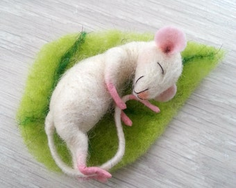 Needle felted mouse, mouse doll, felt mice, dollhouse mouse, miniature mouse woodland mouse, sleeping mouse, art mouse, felt mouse