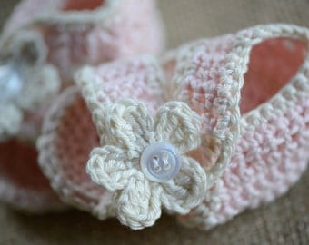 Crocheted Baby Girl Sandals with Flower and Button