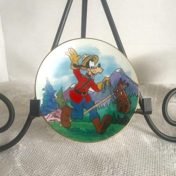 Vintage Goofy Canada Plate Disney  New England Collectors Society