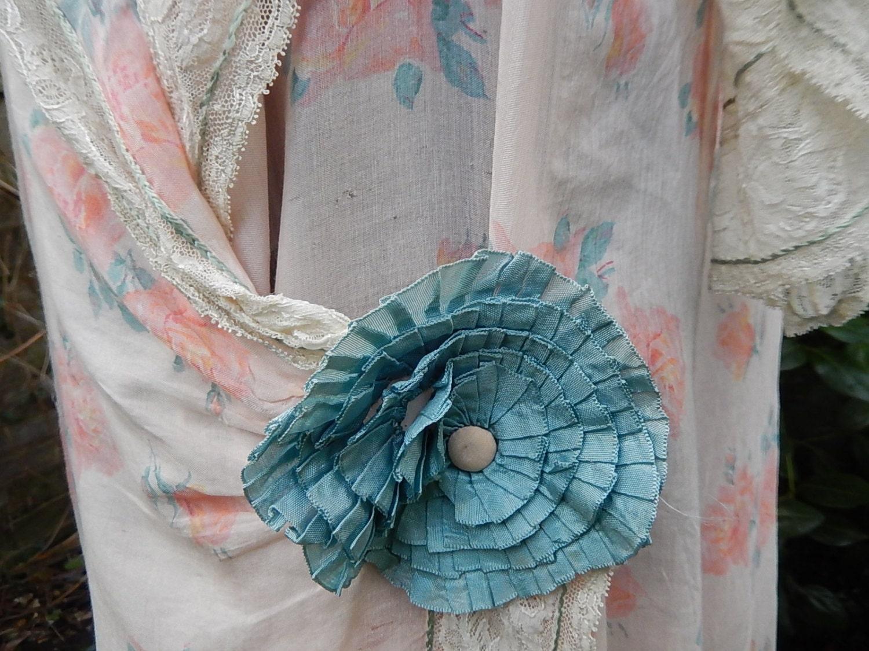 Vintage printed art silk & lace robe roses design flapper era