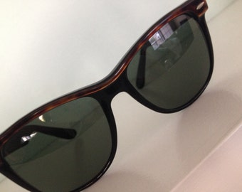 Vintage Tortoise, Wayfarer, Ray-Ban sunglasses B and L made in USA Black and tortoise sunglasses