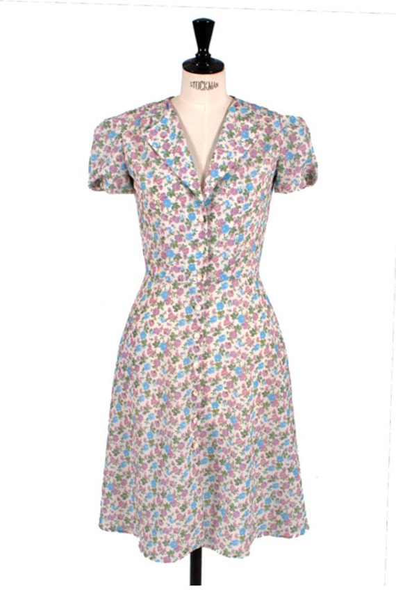 1940s Tea Dresses, Mature, Mrs. Long Sleeve Dresses 1940's style Tea Dress - Floral print - Mia Flowers - Swing Dress $137.08 AT vintagedancer.com