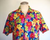 80s collared button up short sleeve shirt with every color flowers