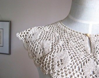 Crochet Vintage Collar with Pearl Button - Cotton/Linen Crochet Collar