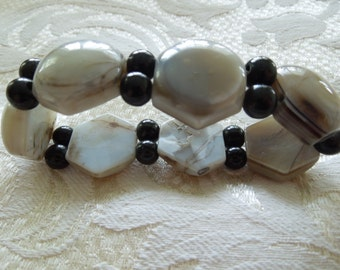 Vintage Bracelet, Flexible, Polished Stone (Granite) and Black Glass Beads.  Excellent Condition