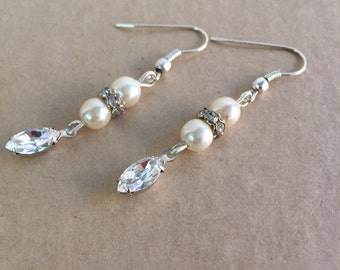 Pearl earrings -  Bridal earrings - Drop earrings - earrings - Bridal Jewellery - Wedding Earrings - Statement jewellery - Swarovski