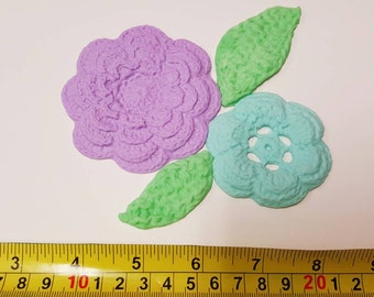 Sample sale : set of 2 crochet flowers and 2 leaves