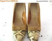 ON SALE vintage. CAMEL. suede. Snakeskin. bow. Pumps. 1960s. Size 7.5.