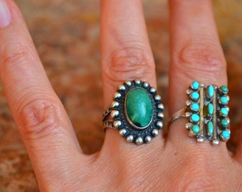 Beautiful 60's 70's Native American Small unsigned Sterling silver and geen turquoise Ring SZ 5 1/4