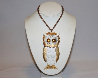 25% OFF JEWELRY 1970s Huge Moveable White and Gold Owl Pendant Necklace