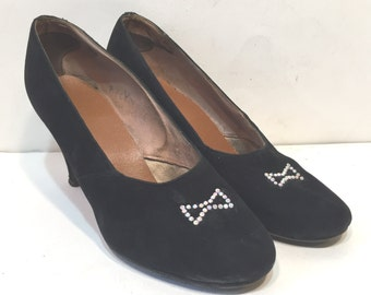 1940s black suede babydoll pumps with art deco rhinestone detailing - size 5 - 1940s suede shoes - 1940s black shoes - 1940s babydoll pumps