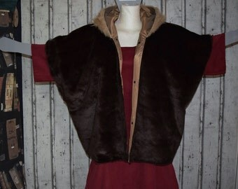 US 24 - 34, UK 26-36,Faux fur waistcoat /vest with oversized hood, lined