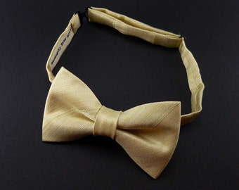 Mens champagne bow tie – pre tied pale gold satin wedding bowtie