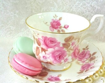 ROYAL ALBERT Pink Roses/ Tea Cup and Saucer / Collectable teacup/ Tea party/ Vintage Teacup